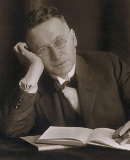 Für Elias Canetti ist Karl Kraus Genie, Ungeheuer, Weltwunder.