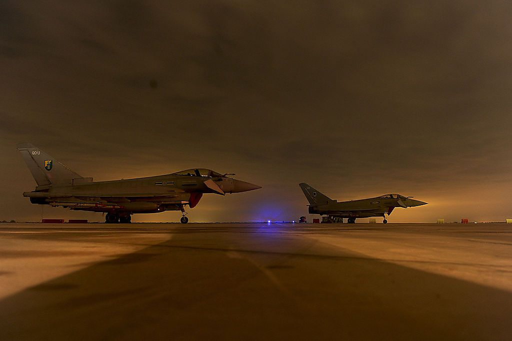 Ach weh, Kriegsgerät! Typhoons der RAF nach dem ersten Einsatz über Libyen, 2011.
