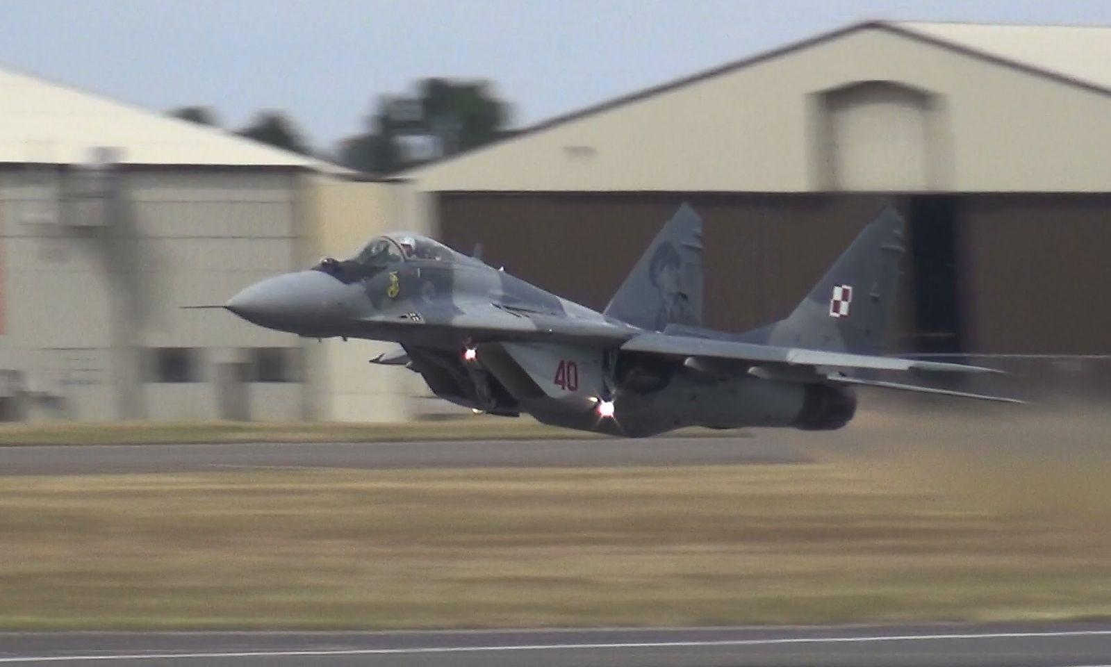 Polnische MiG-29 im doch etwas betontem Tiefflug...