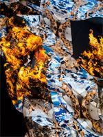 """Ines Doujak. Hermann Melvilles Erzählung """"Benito Cereno"""" ist Ausgangspunkt für Doujaks kolonialismuskritische Multimedia-Installation """"Follow the leader"""" (2005)."""