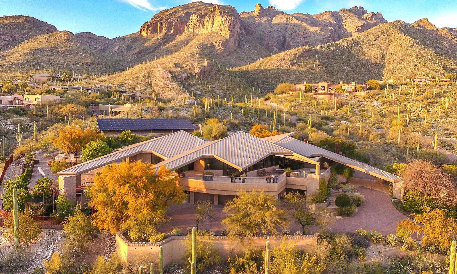 Wartet ebenso auf Käufer: Das Anwesen in der Wüste von Arizona.