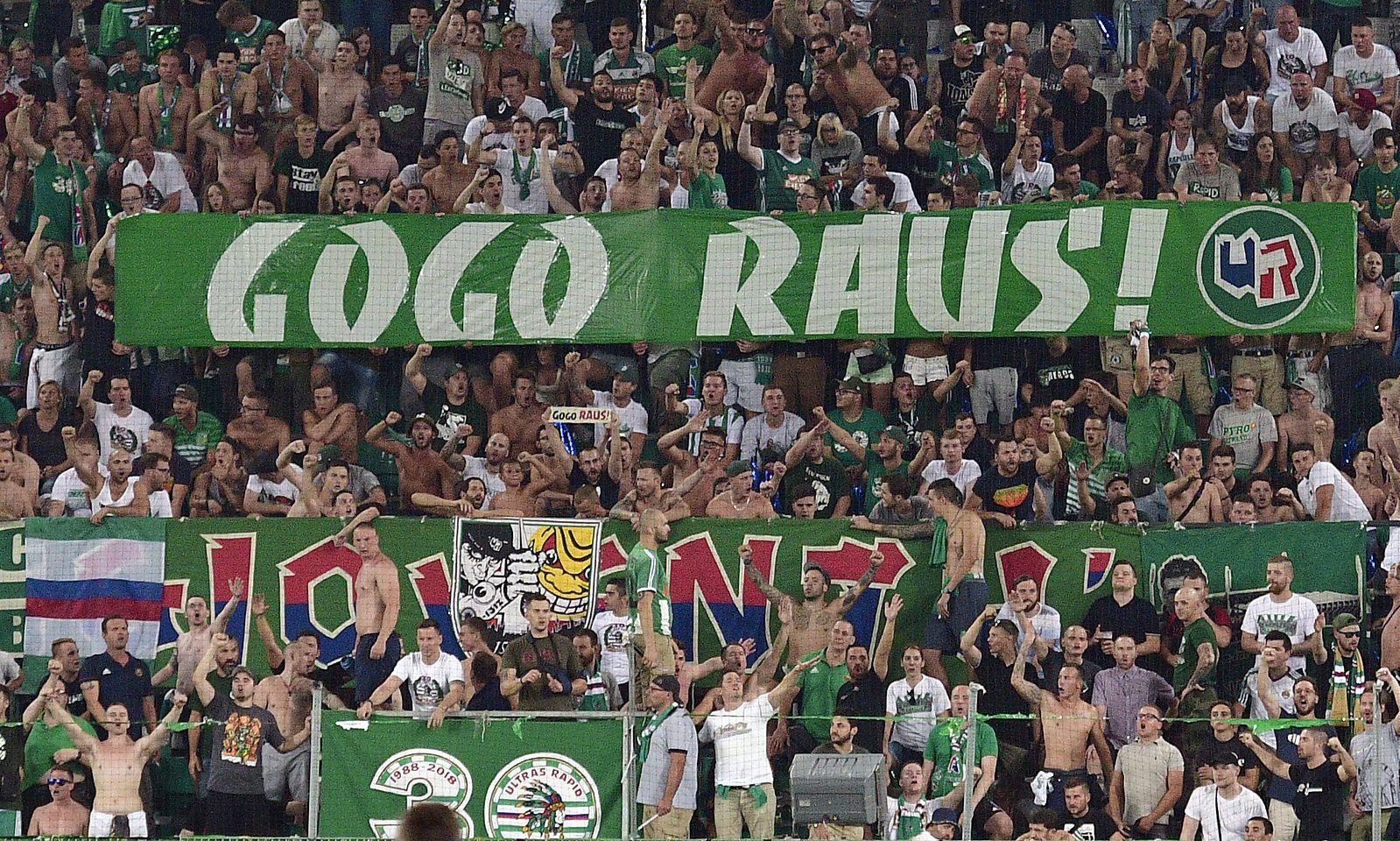 Fan-Plakat gegen Rapid-Trainer Djuricin