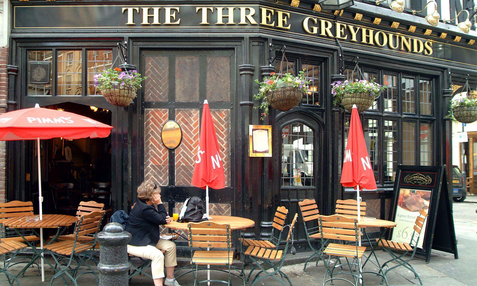 Englische Pubs vier Wochen vor Öffnung bereits ausgebucht ...