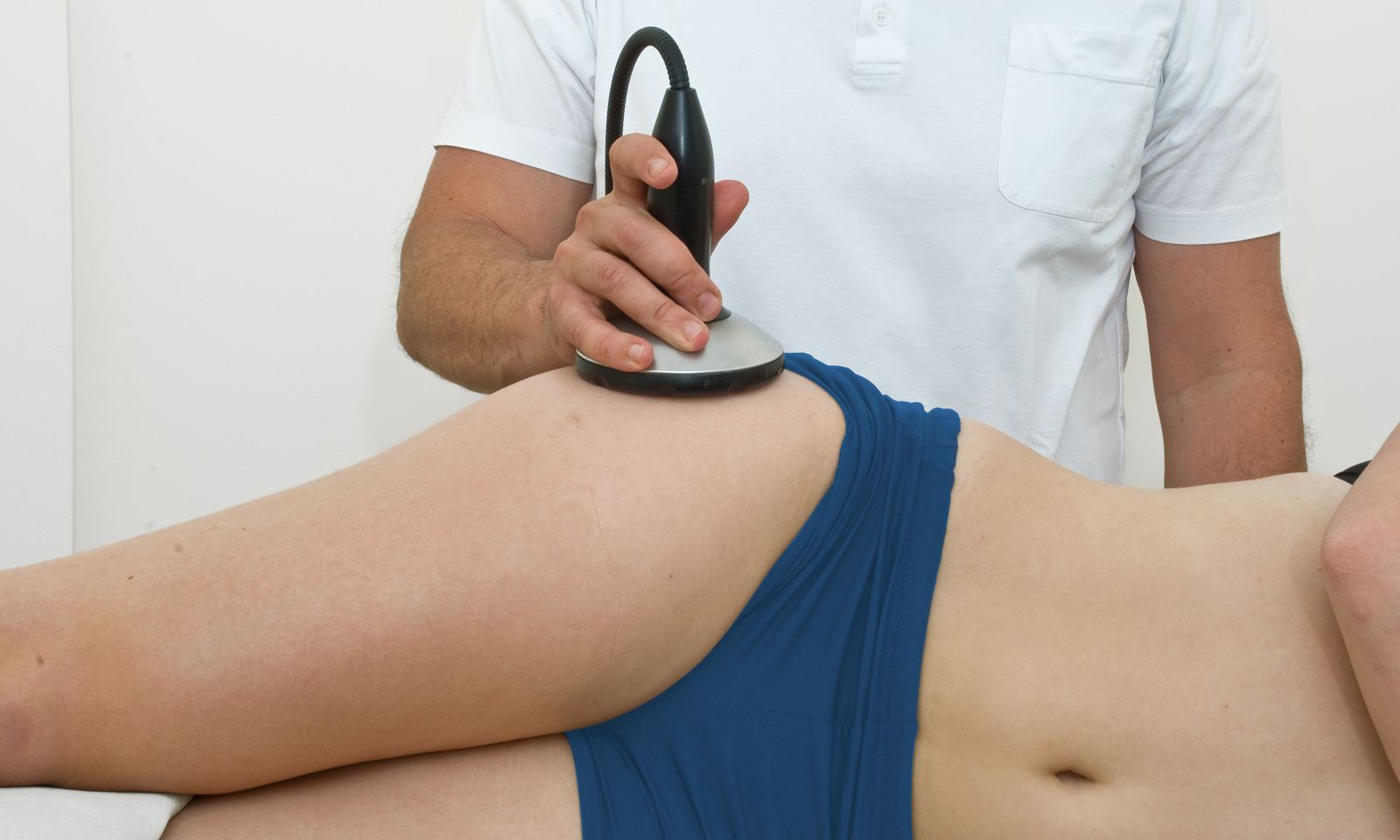 Stoßwellentherapie lindert unter anderem Schmerzen bei muskulären Verspannungen.