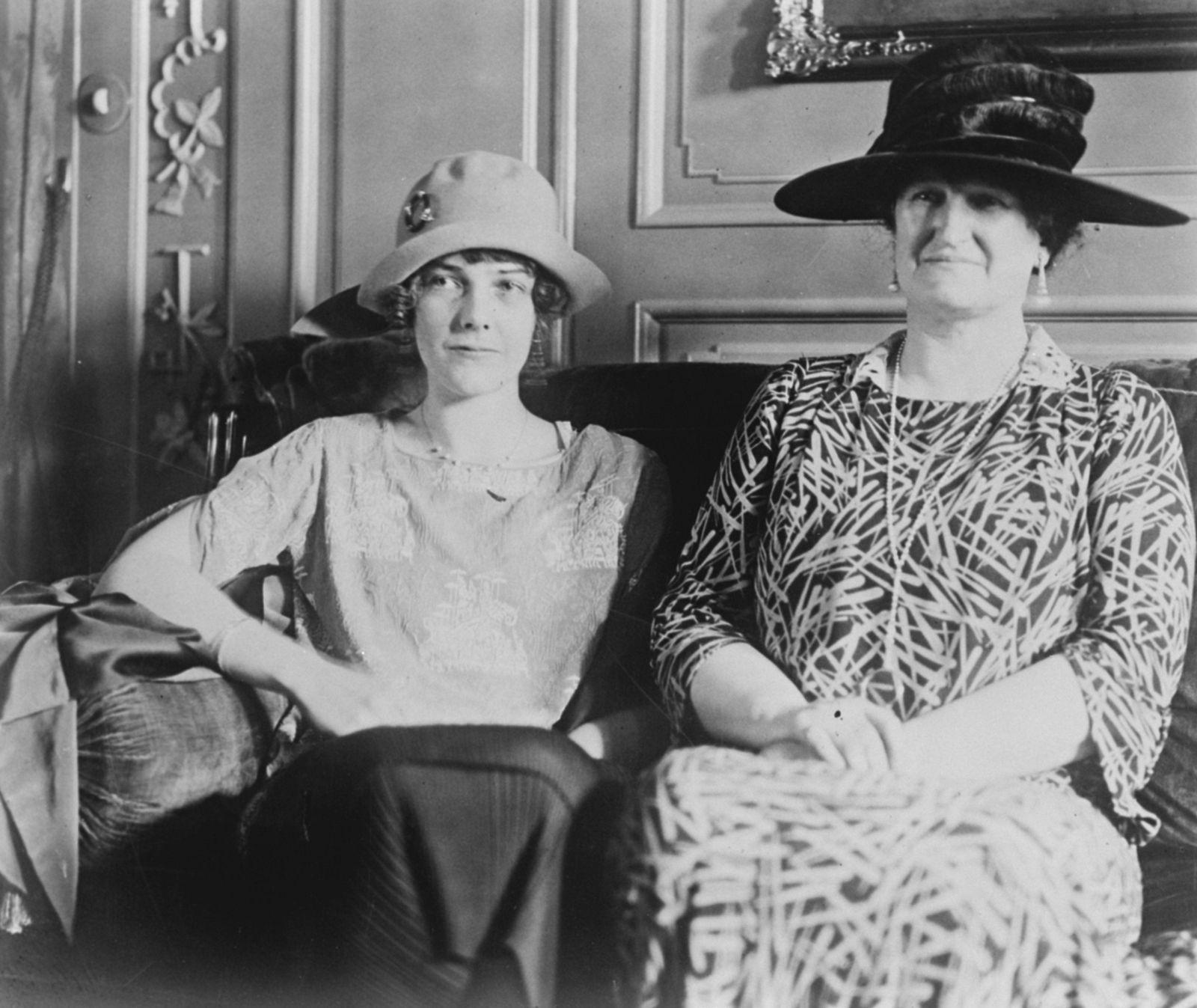 Mrs Rockfeller und ihre Tochter Abby 1925.