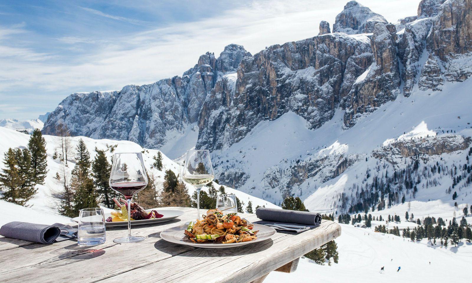Gastgarten. Küchenstandards vom Tal darf man hier am Berg erwarten.