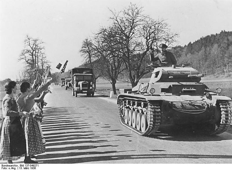 Deutsche Kolonne, vorne ein Panzer II