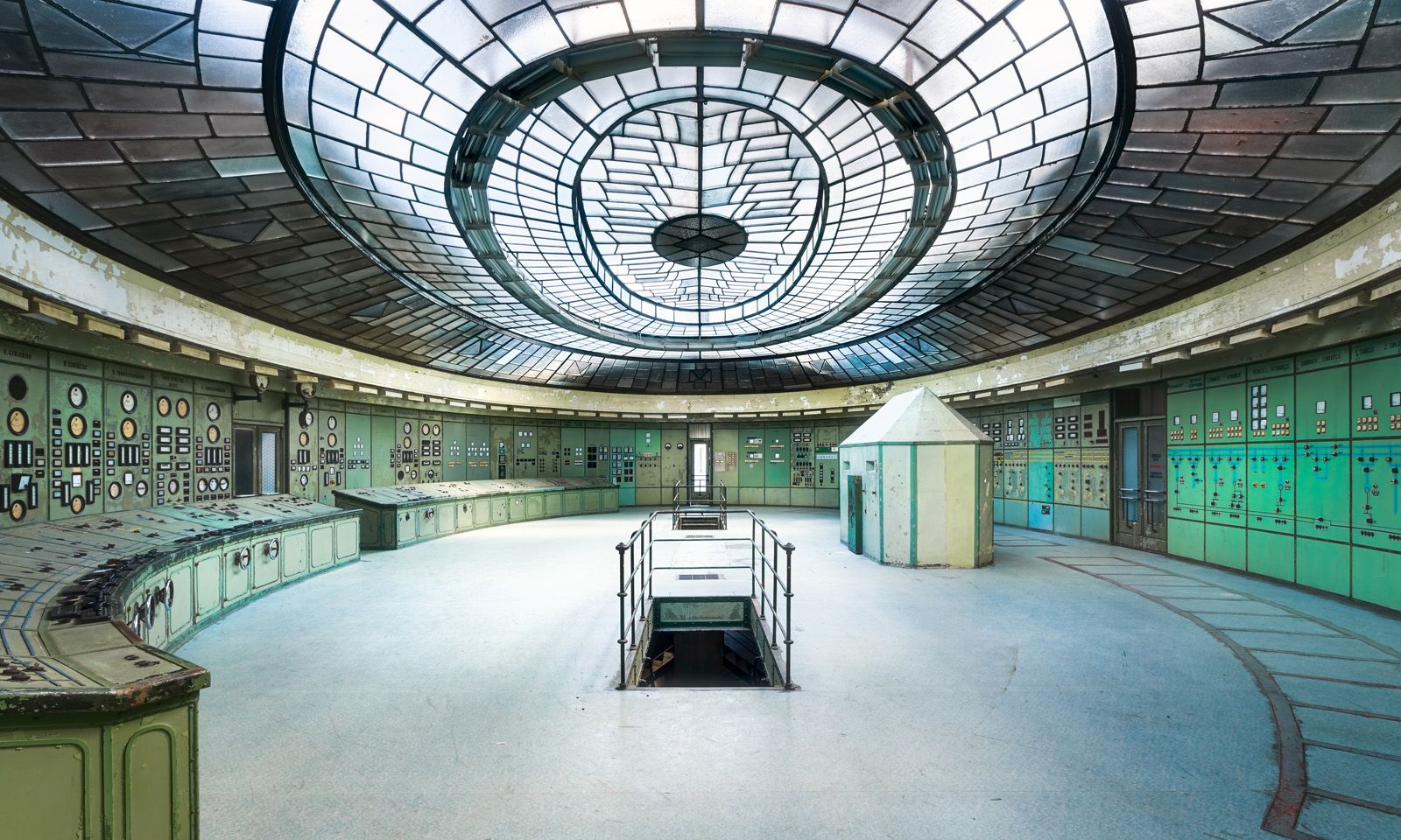 Project: A semi-abandoned power station in Kelenfold, Budapest, HungaryPhotographer: Roman Robroek