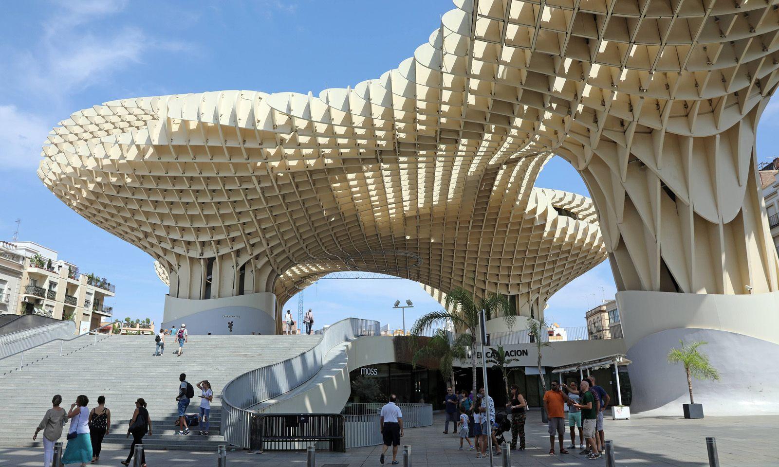 Zeitgenössisches Must-see: Metropol Parasol von Architekt Jürgen Mayer H. auf der Plaza de la Encarnación.