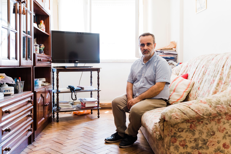 Luis Castro in seiner Wohnung.