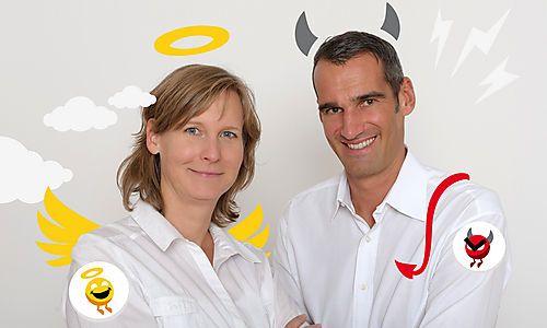 Die Gründer Ulli Helm und Thomas Schwabl als Engel und Teufel: ein