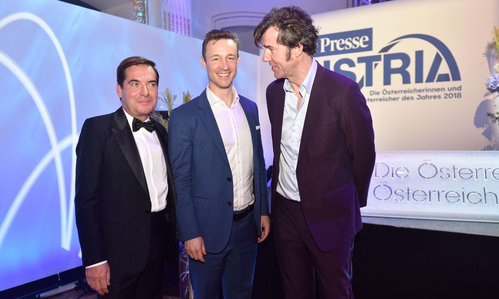 """""""Österreicher des Jahres"""": Designer Stefan Sagmeister (rechts), zweifacher Grammy-Gewinner, mit """"Presse""""-Herausgeber Rainer Nowak (links) und Minister Gernot Blümel."""