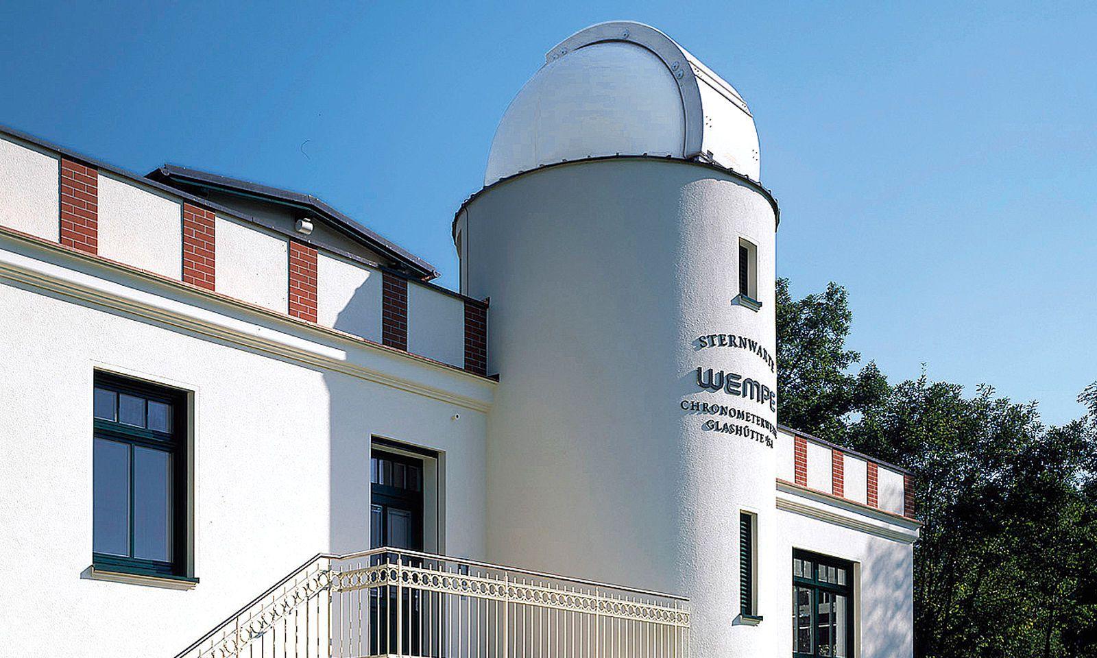 Sternwarte Wempe. Juwelier Wempe hat in den 2000er-Jahren die Glashütter Sternwarte renoviert. Heute werden dort einerseits Wempe-Uhren gebaut, andererseits Uhren von Dritten als deutsche Chronometer zertifiziert.