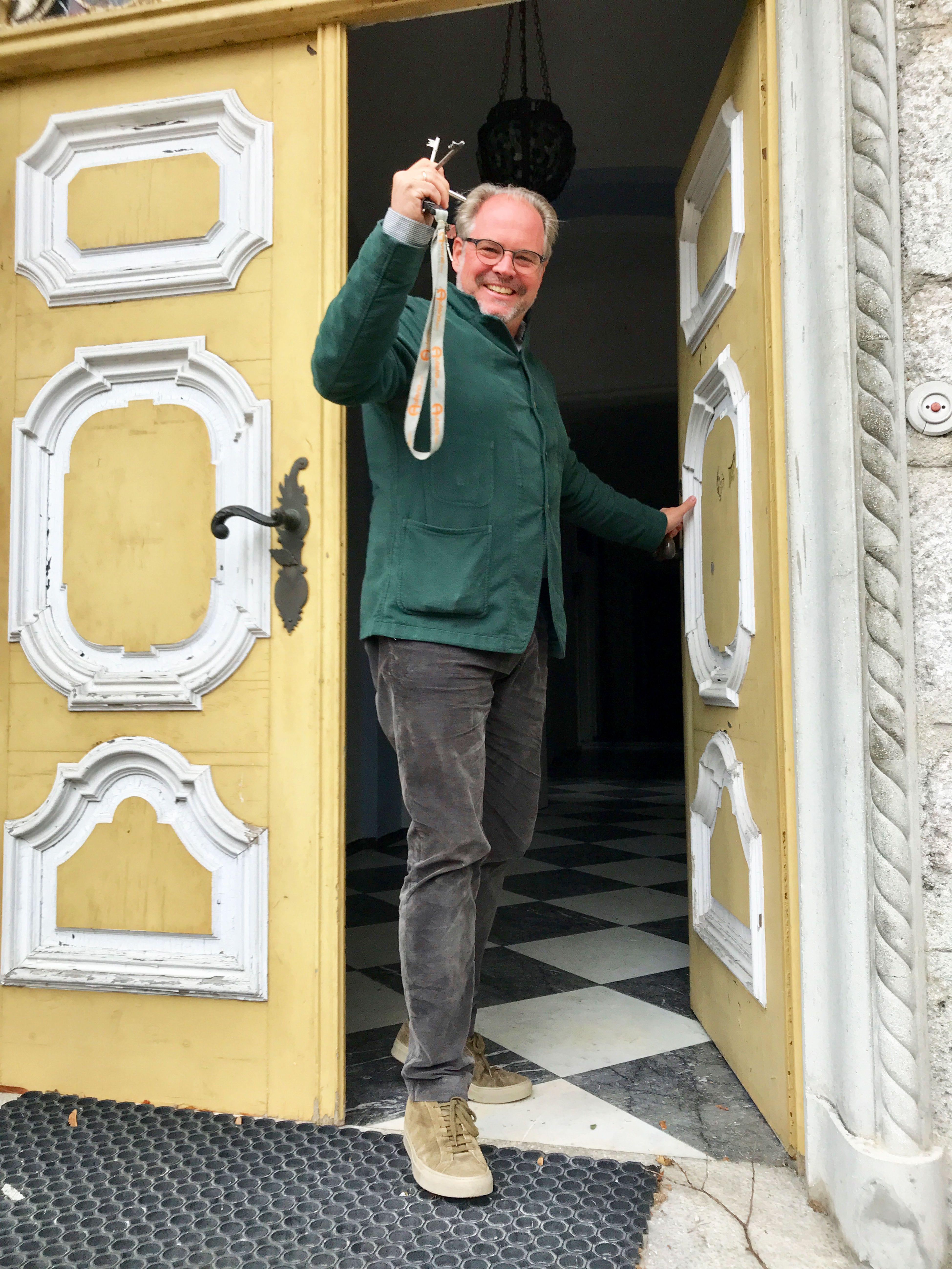 Wolfgang Gröller beim Eingang