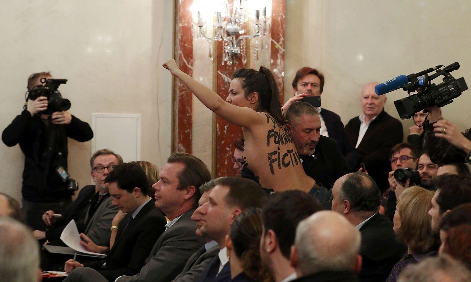 "Eine Femen-Aktivistin bezeichnete Le Pen als ""fiktive Feministin""."