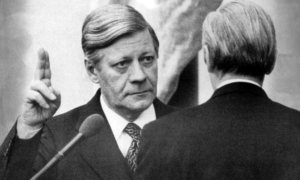 Helmut Schmidt wird 1975 als Bundeskanzler angelobt