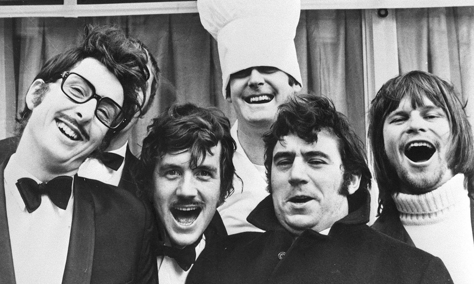 Die Monty-Python-Truppe: Foto vlnr.: ERIC IDLE, MICHAEL PALIN, JOHN CLEESE, TERRY JONES, TERRY GILLIAM.