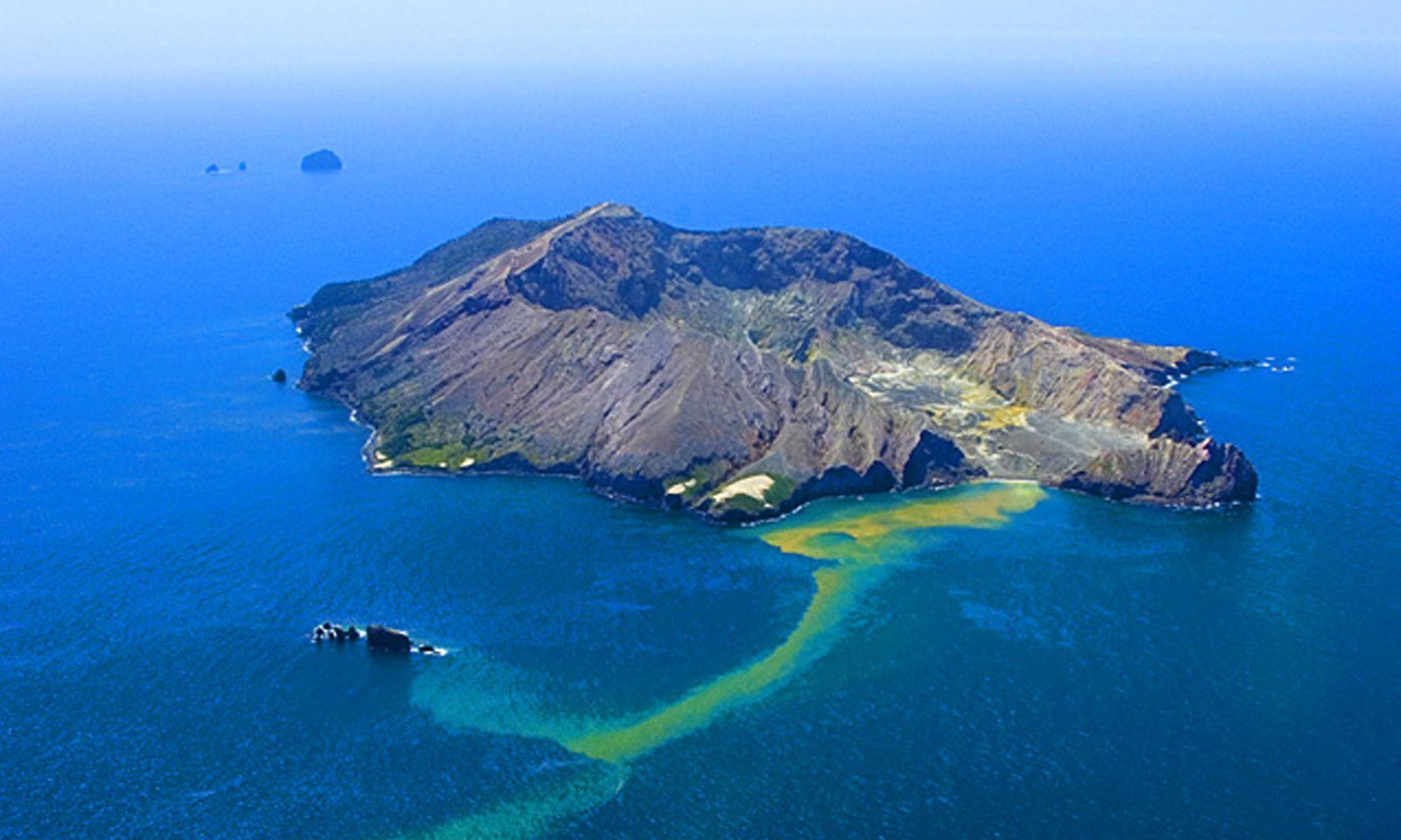 Von White Island rinnt Schwefel ins Meer (Archivbild).