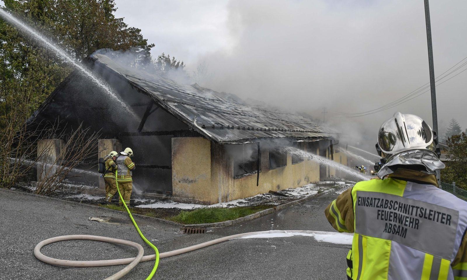 Das Lagerhalle brannte samt Oldtimer komplett aus