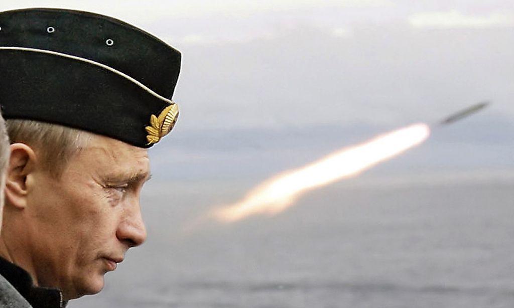 Russlands Präsident Putin bei Flottenmanövern im Nordmeer