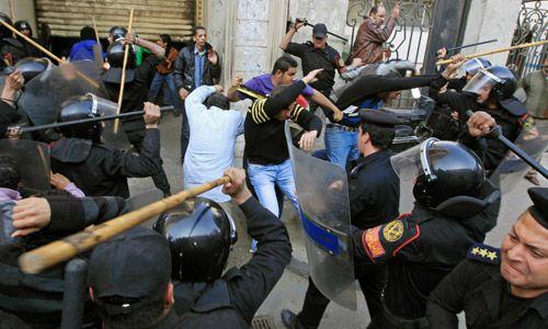 Ägypten-Aufstand: Wasser und Gas gegen den Mob