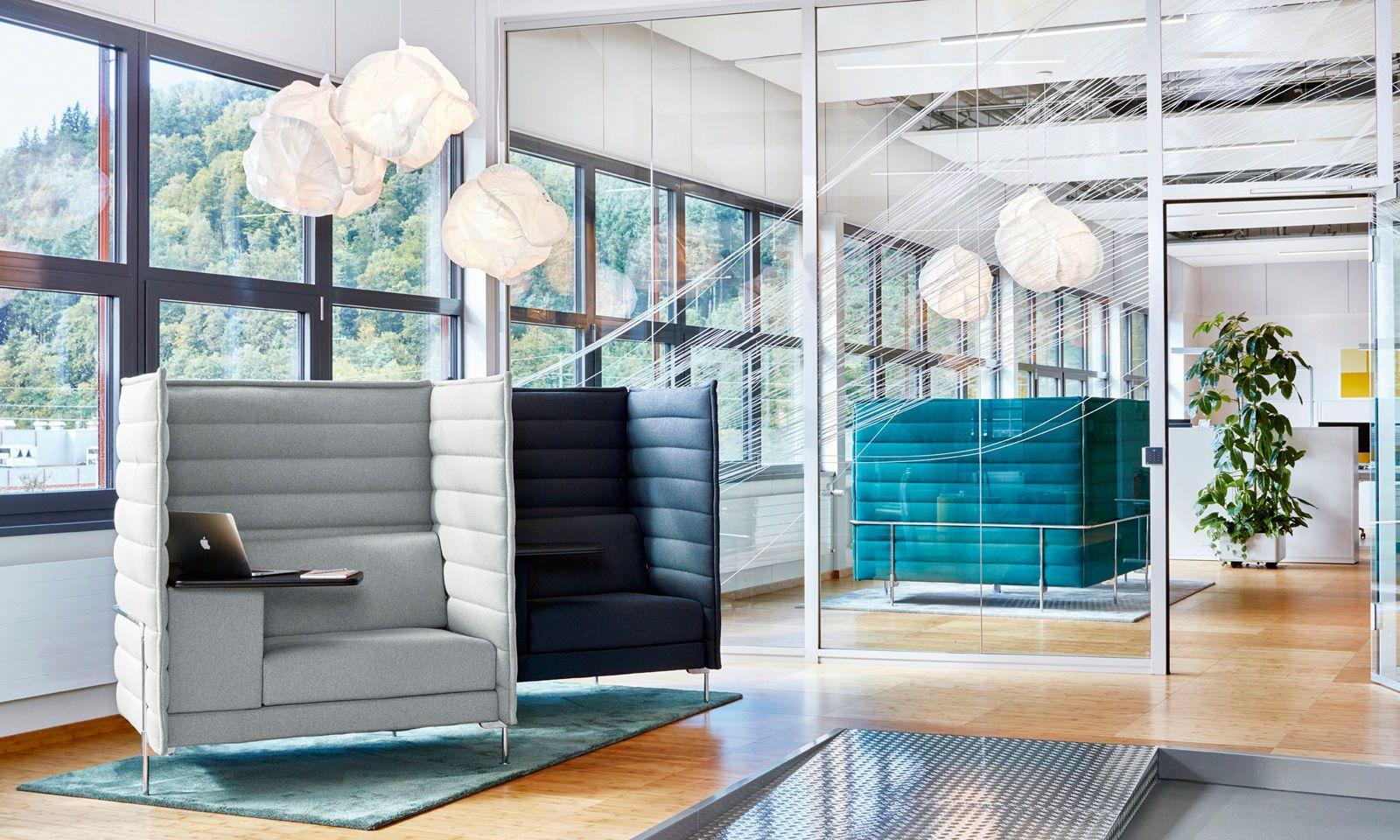 Das Alcove-Sove von Vitra schafft als mikroarchitektonisches Element einen Raum im Raum – für Besprechungen oder solitäre Arbeit.