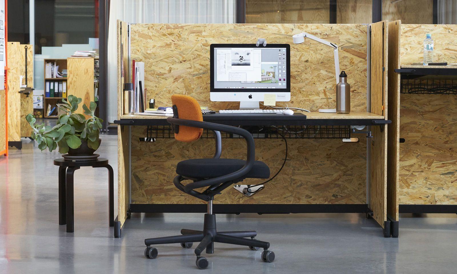 Schreibtisch, Stehtisch, Sofanische – Hack ist die moderne Variante eines flexiblen Arbeitsmöbels für die Generation der Millennials.