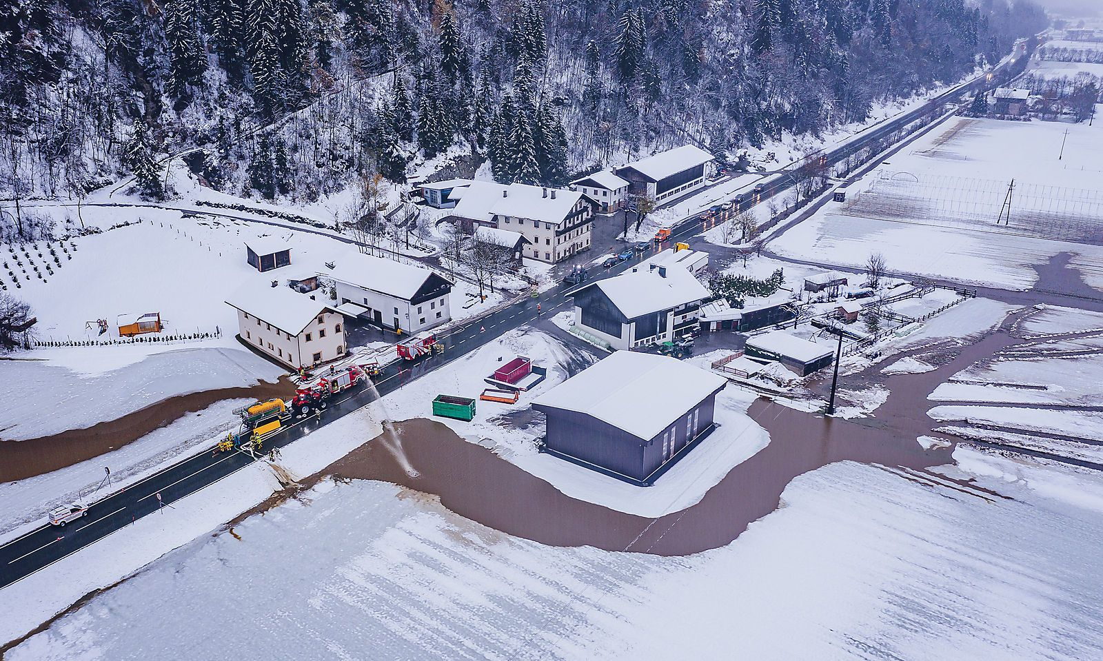 WINTEREINBRUCH IN OeSTERREICH: SITUATION IN DOeLSACH / OSTTIROL
