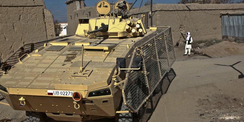 Polnischer Radpanzer mit Drahtschürzen gegen RPGs im Irak