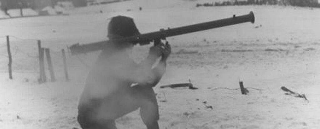 US-Soldat mit Bazooka bei Kämpfen in Luxemburg, Jänner 1945
