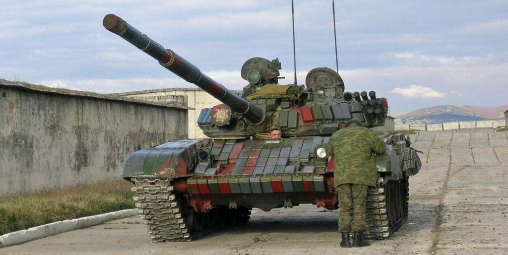 Georgischer T-72 mit gut sichtbaren Reaktivkacheln