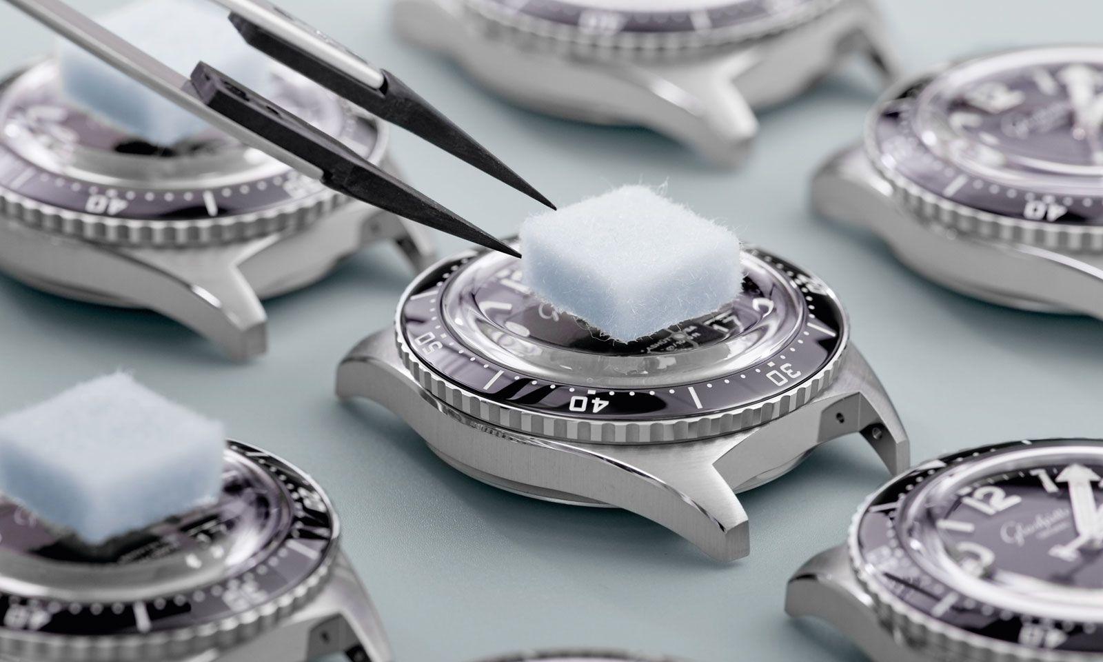 """Von der einwandfreien Funktion seiner Uhr kann das Leben eines Tauchers abhängen. Deshalb war maximale Zuverlässigkeit die zentrale Prämisse für die Designer und Konstrukteure von Glashütte Original bei der Entwicklung der """"SeaQ""""."""