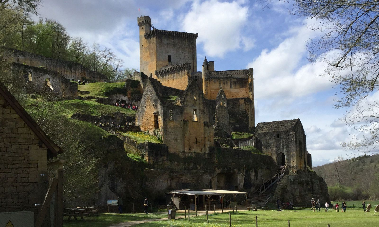 """Schloss Commarque ist ein Schauplatz in Martin Walkers neuem Krimi """"Revanche""""."""