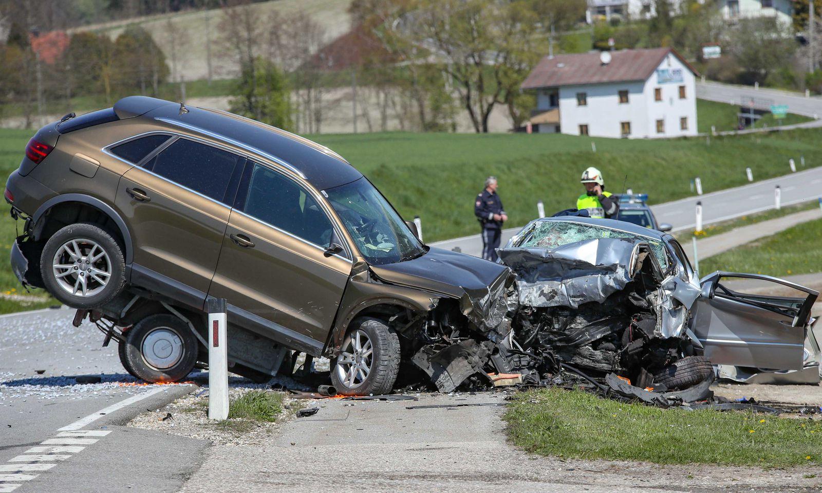 Der 77-jährige konnte noch selbst aus dem Fahrzeug aussteigen