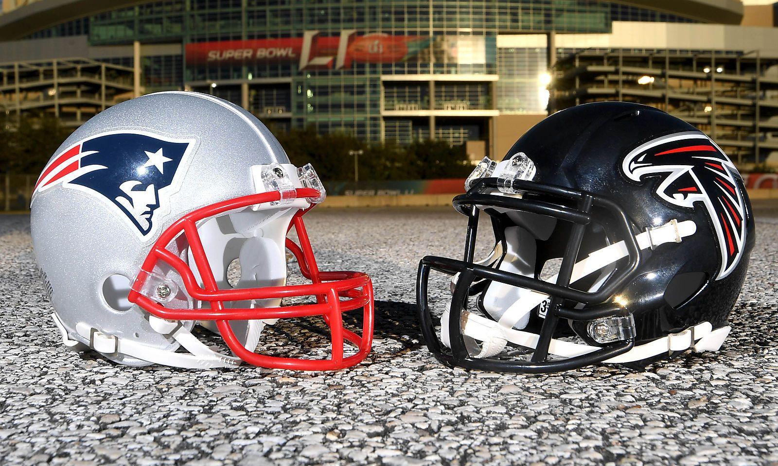 Die Helme beider Mannschaften