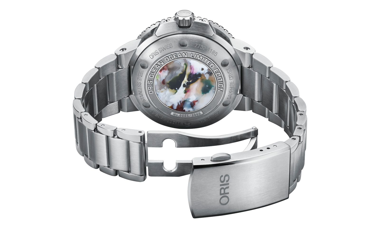 """Uhrentrend Nachhaltigkeit. Die Taucheruhr """"Clean Ocean Limited Edition"""" von Oris besitzt einen Gehäuseboden aus recyceltem Plastikabfall."""
