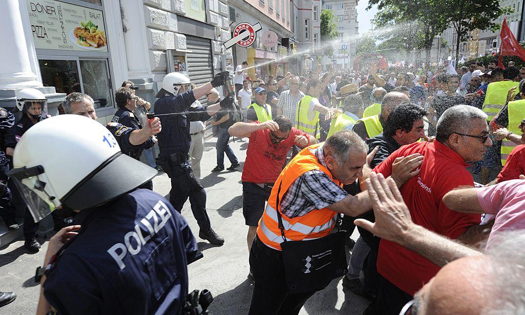 DEMONSTRATION ANL�SSLICH DES BESUCHS DES T�RKISCHEN PREMIERS ERDOGAN IN WIEN
