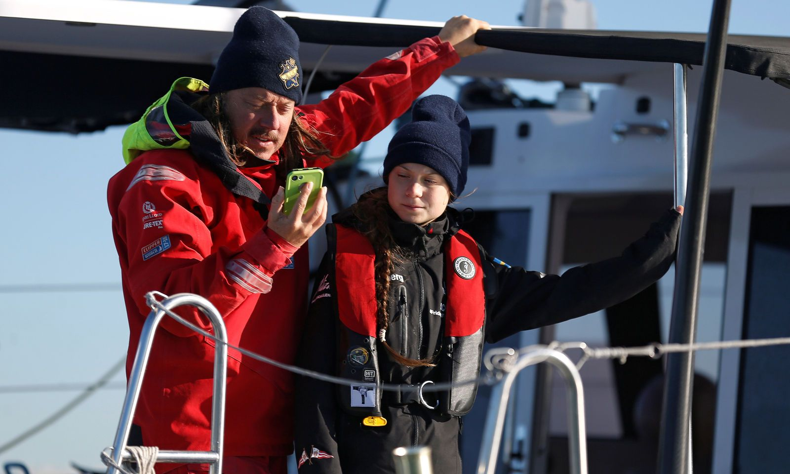 Die 16-jährige Klimaaktivistin Greta Thunberg ist zurück in Europa. Am Dienstag ging sie nach drei Wochen auf See in Lissabon wieder an Land.