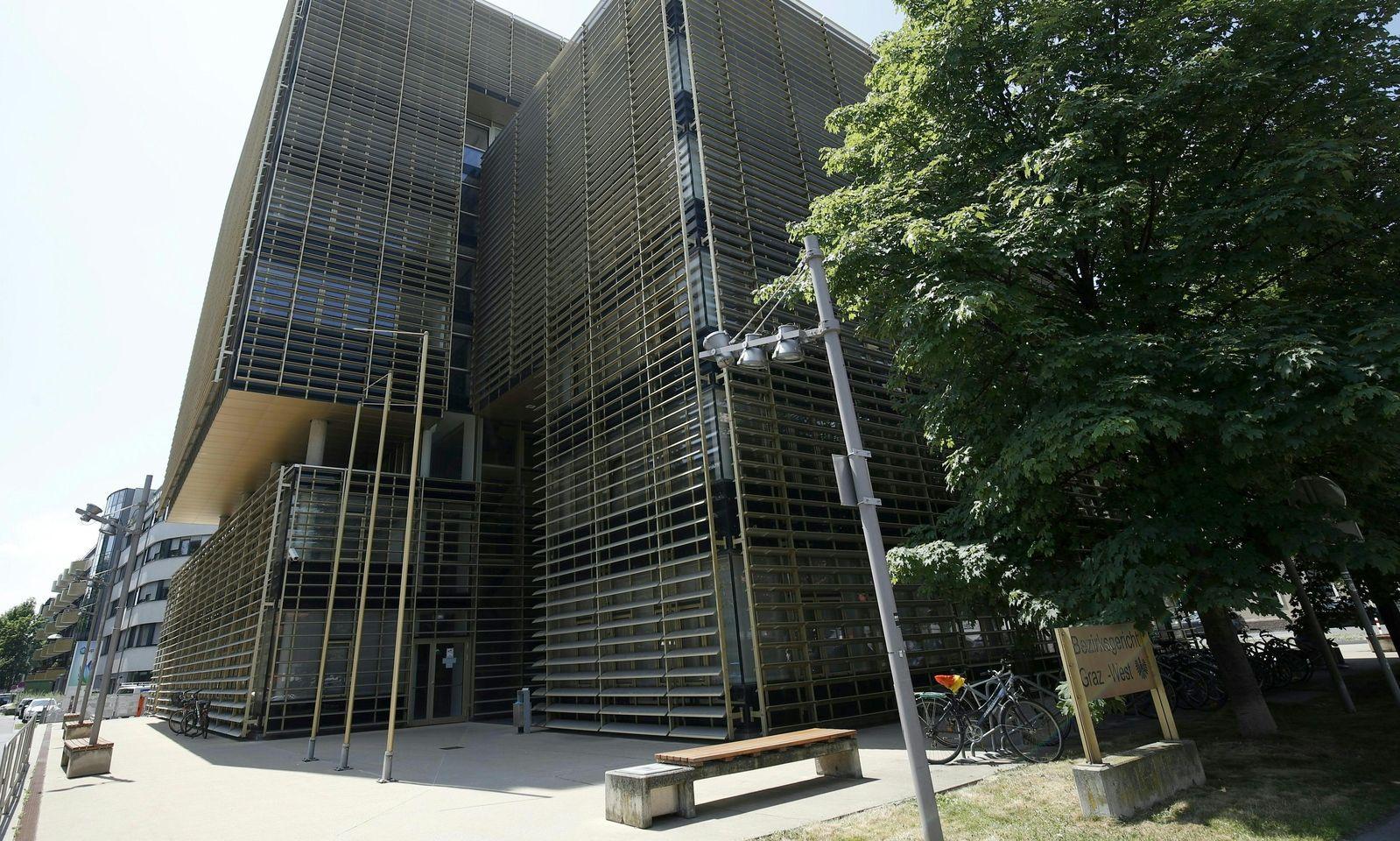 Auch beim Bezirksgericht West wurde ein Brandanschlag verübt