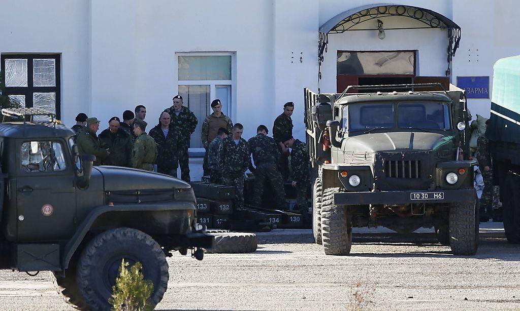 Ukrainische Marinesoldaten räumen die Basis Feodosia