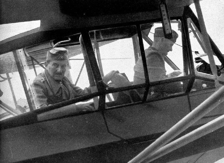 Das letzte Foto von General Schobert und seinem Piloten Wilhelm Suwelack vor dem Flug in den Tod, 12.9.1941