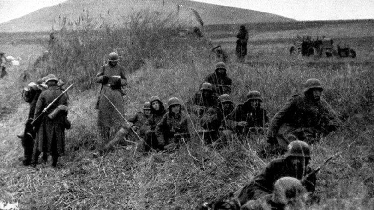 Deutsche Truppen vor der Wiedereinnahme Feodosias