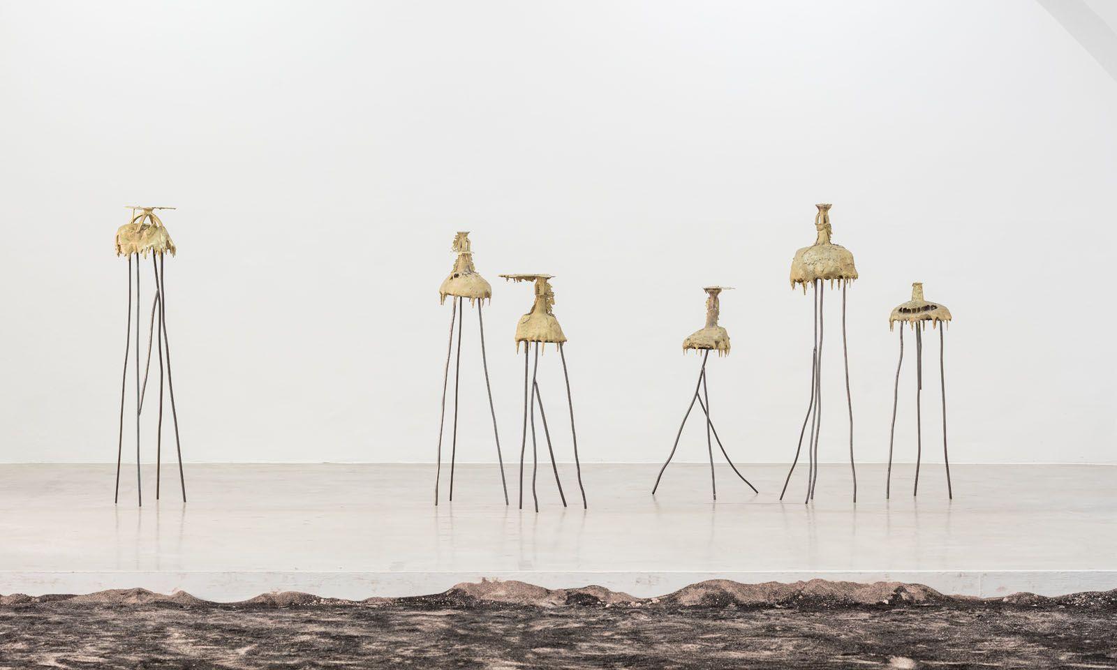 Angelika Loderer arbeitet mit Materialien des Übergangs – hier Eis.