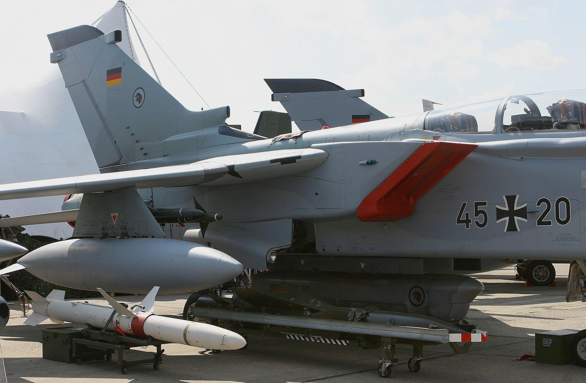 Tornado-ECR mit HARM-Raketen (Anti-Radar)