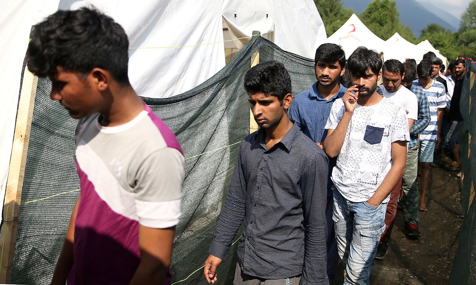 Junge Männer im Migrantenlager Vucjak (Bosnien).