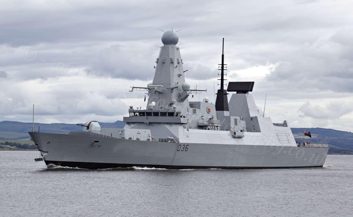 HMS Defender vor Glasgow, Juli 2012