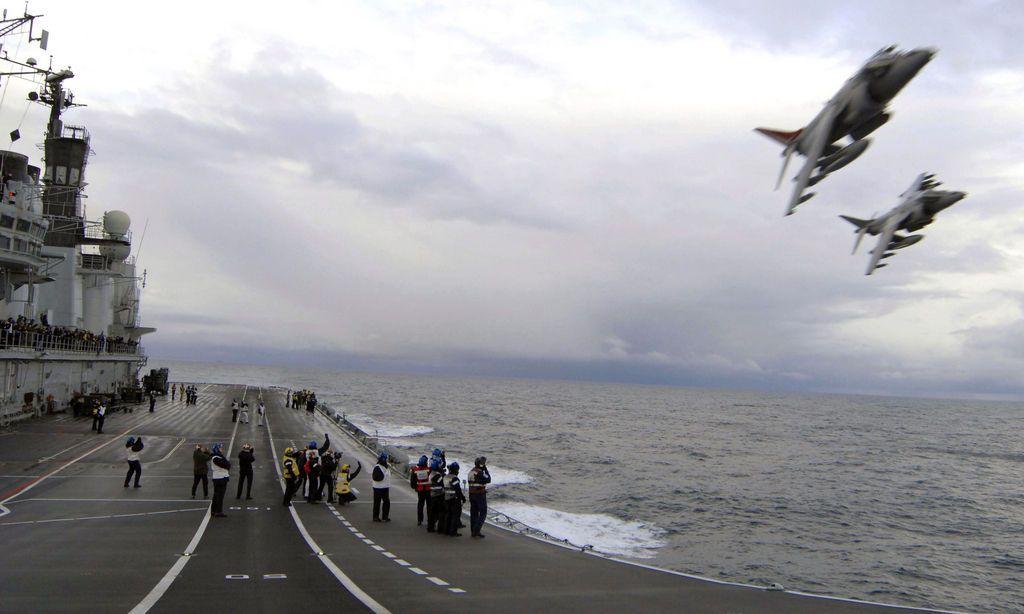 Letzter Harrier-Vorbeiflug an der Ark Royal, November 2010