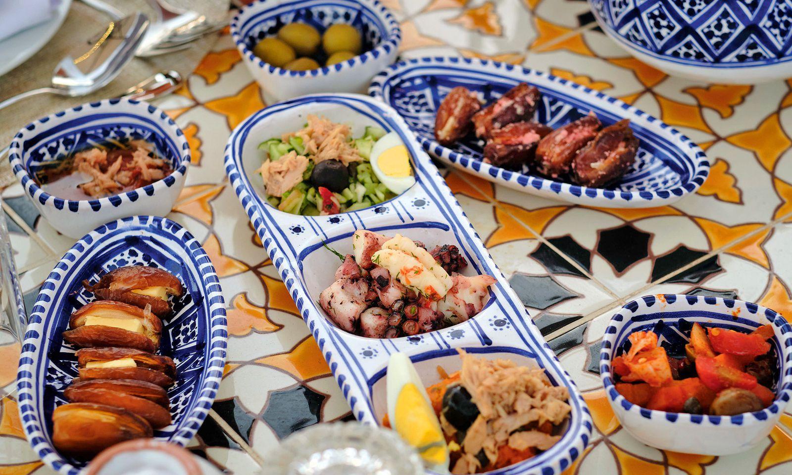 Esskultur. Lamm, Fisch, Ei, Couscous – die scharfe Harissa ist immer dabei.