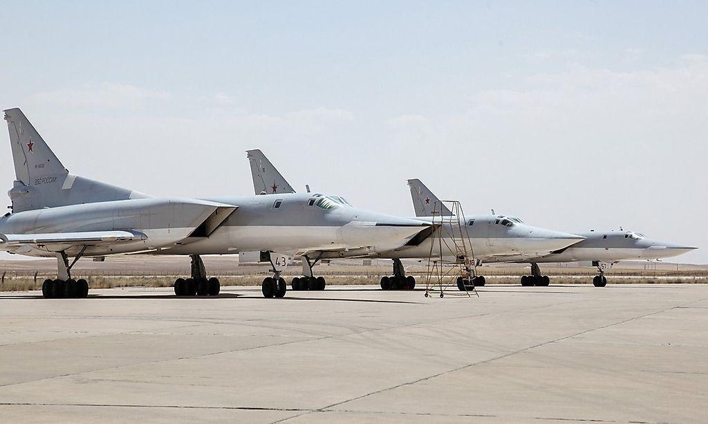 Drei Backfires auf dem Airfield Hamadan