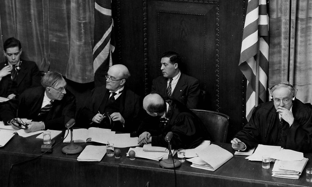 Die Richterbank: Dritter von links ist der vorsitzende Richter, der Brite Geoffrey Lawrence